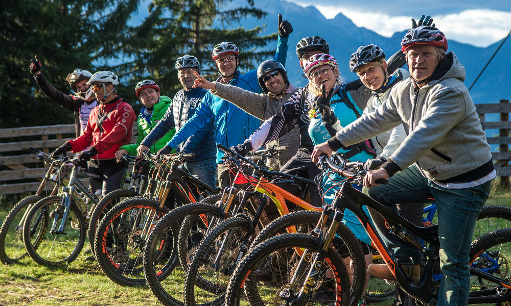 Mountain Bike mit Gruppe